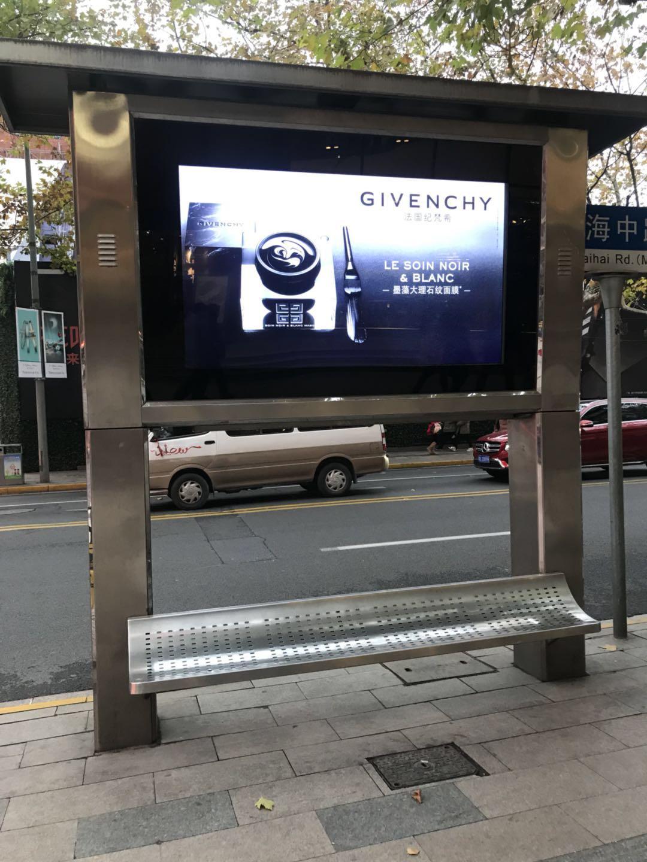上海淮海中路户外广告机案例(图文)